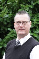 Carlo Donker, chauffeur internationaal rouwvervoer en balsemer